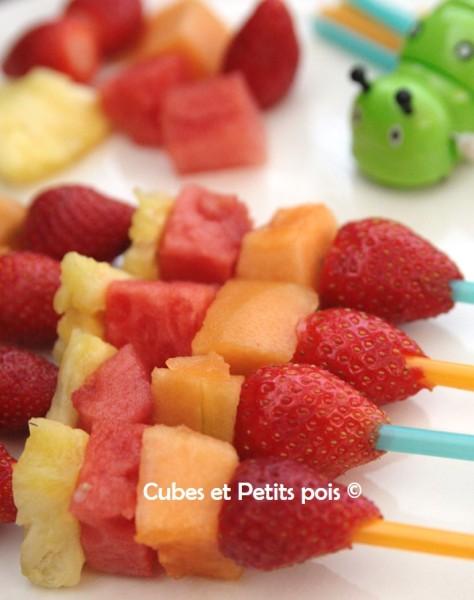 Brochettes de fruits pour bébé