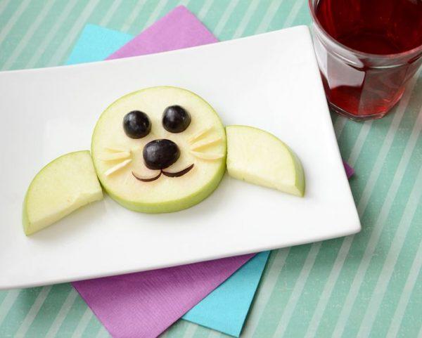 DIY Chien pomme raisin dans l'assiette