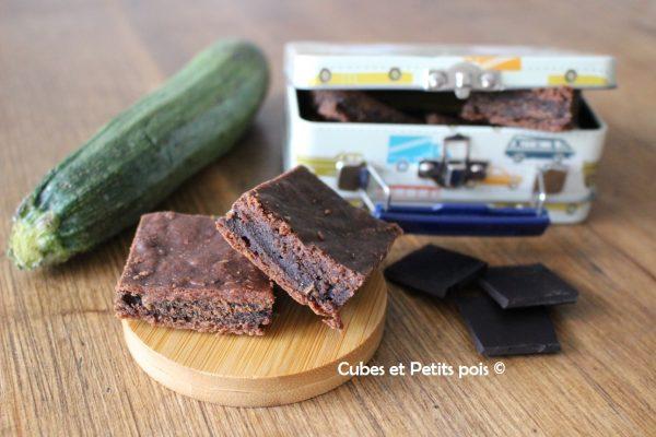 Gâteau Au Chocolat Et à La Courgette Cubes Petits Pois