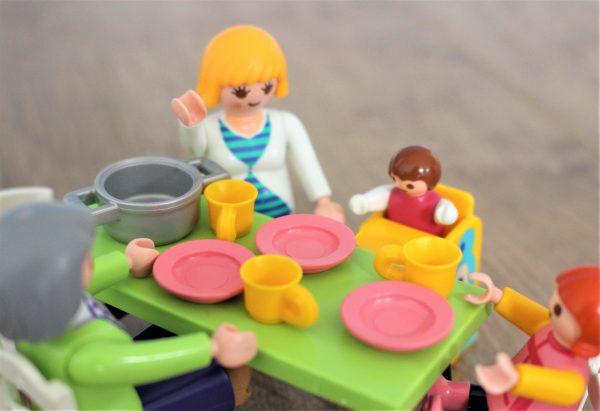 Partager le repas en famille par Cubes et Petits pois